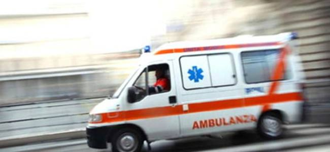 Photo of Incidente sulla A16: auto si schianta contro barriera laterale, ferito conducente