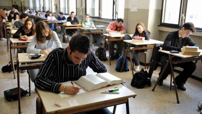 Photo of Maturità 2018, pubblicati online i nomi dei commissari esterni