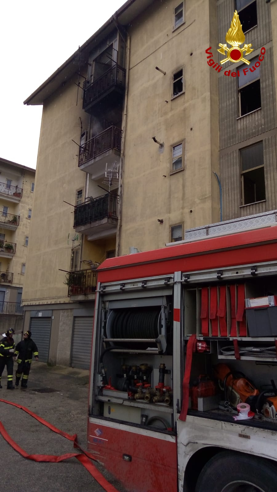 Palazzina in fiamme